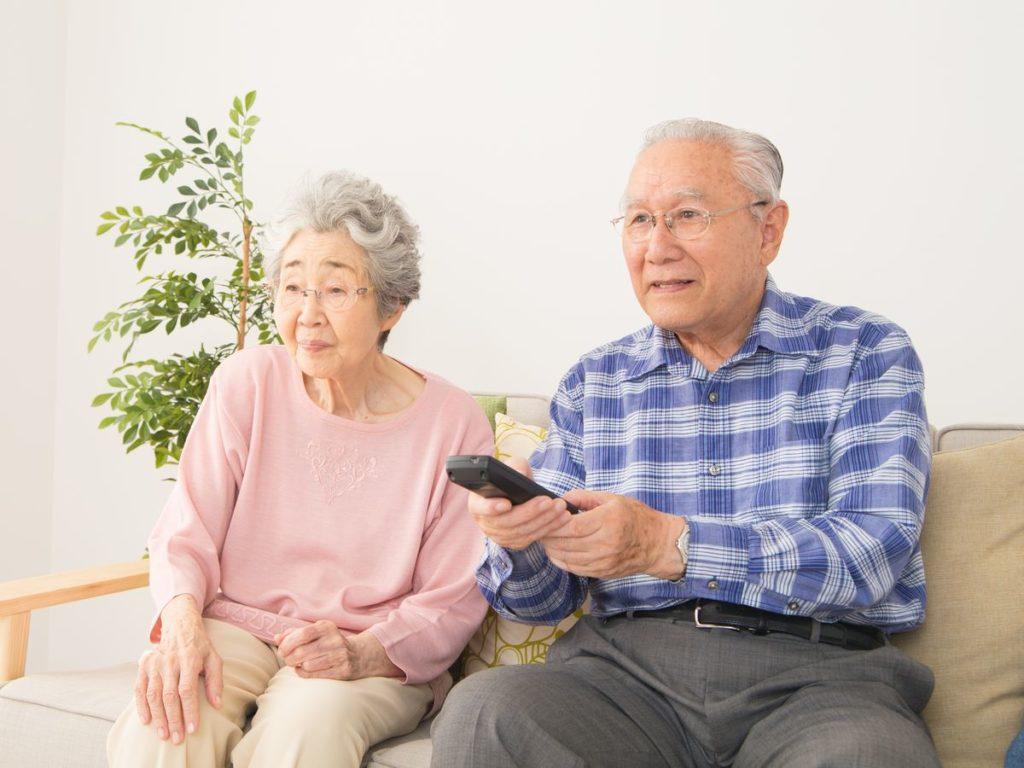 新型コロナ 高齢者 自粛