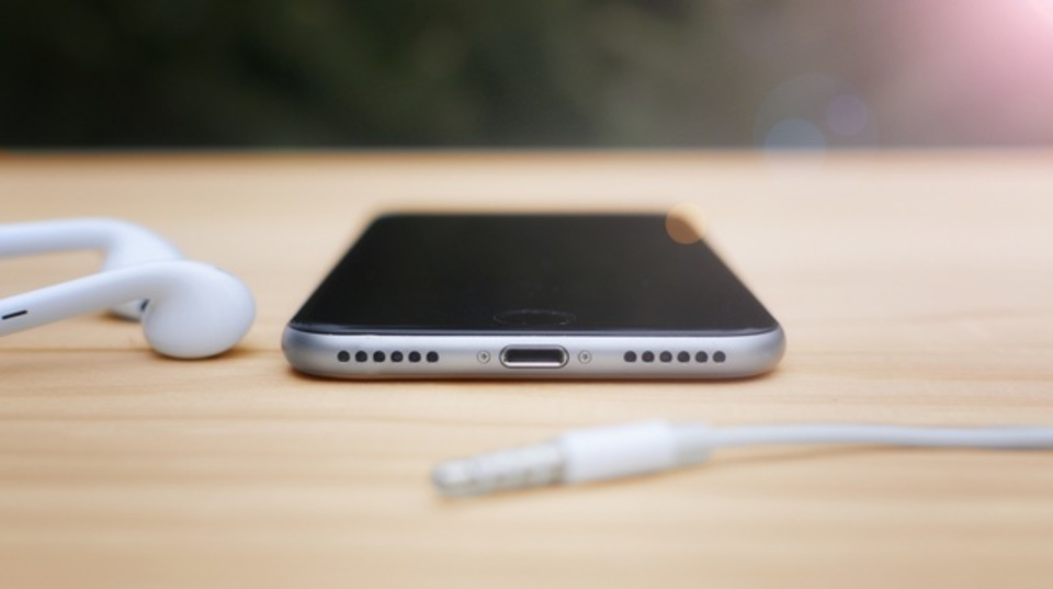 Apple(アップル) 新型iPhone SE イヤホンジャック