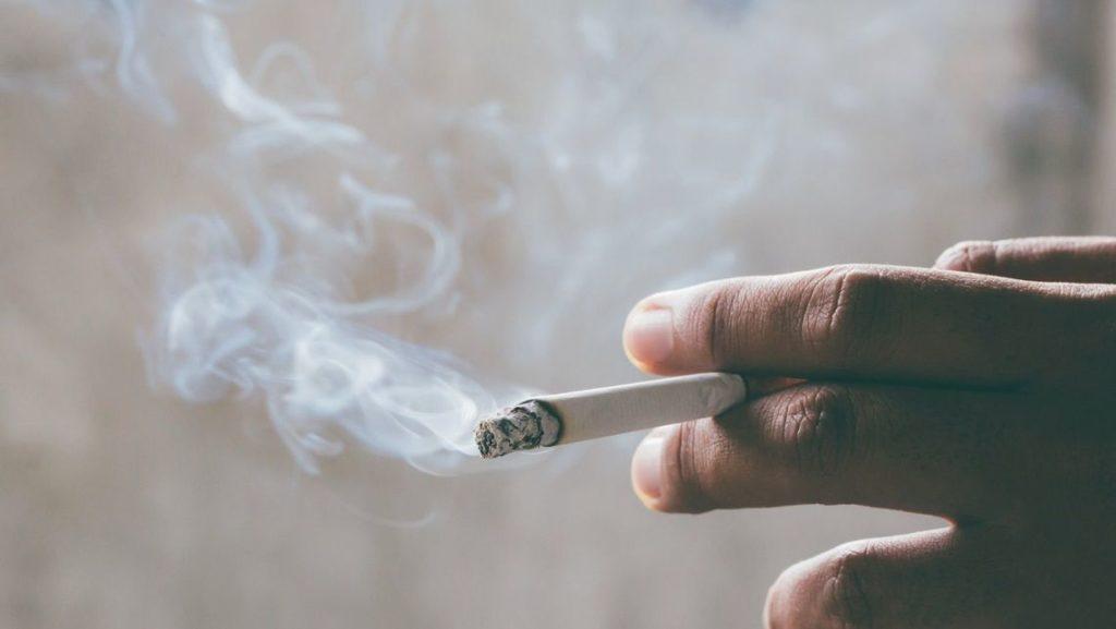 新型コロナ タバコ 喫煙