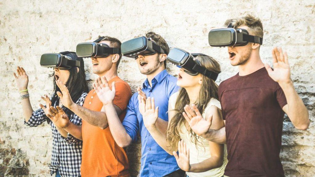 新型コロナウイルス オンライン化 VR