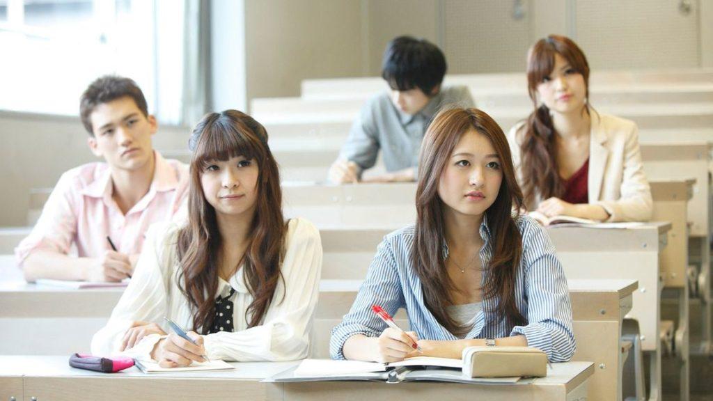 日本 コロナ 若者 リスク低い