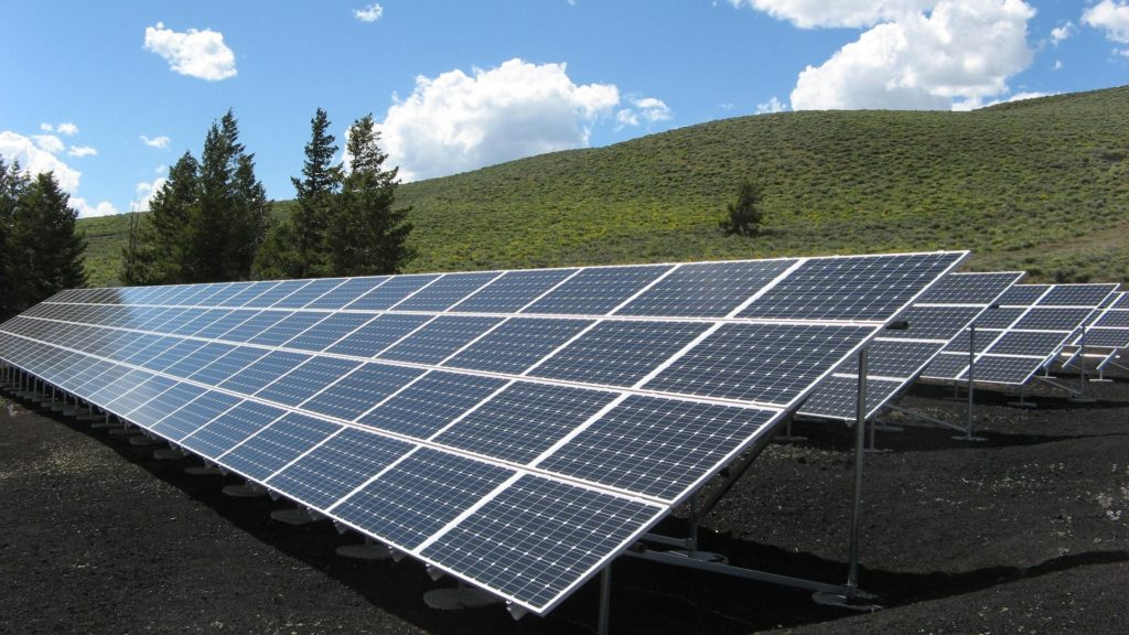 日本 電力 逼迫 太陽光発電