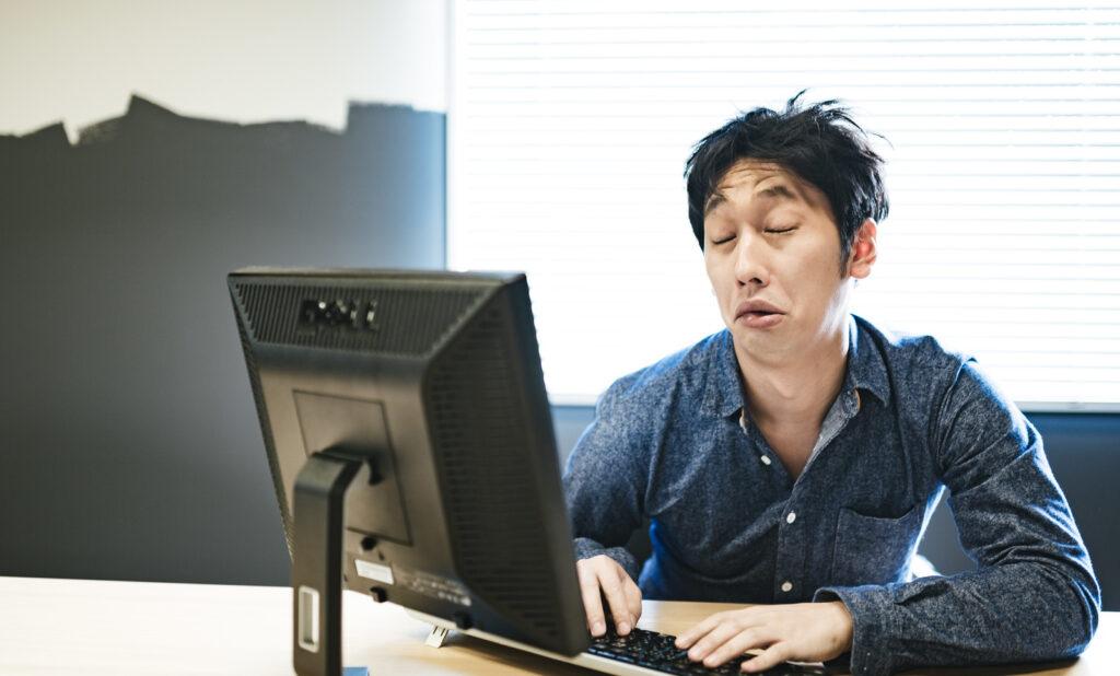 睡眠時間 削る 仕事 生産性 下がる
